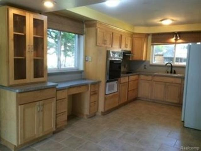 Cool Roommate Needed In A Furnished House
