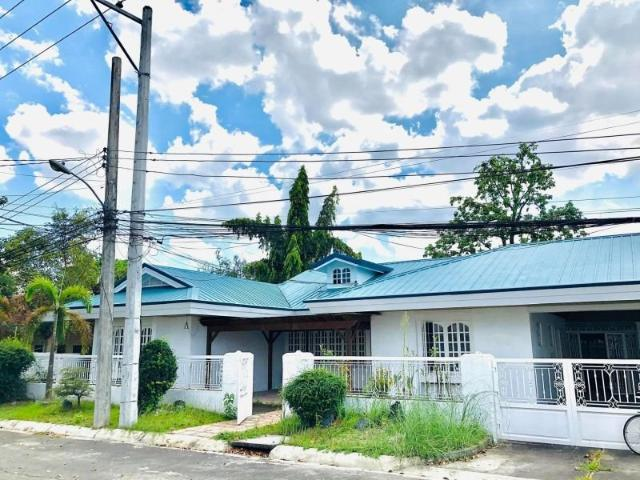 Corner Lot For Rent With 4 Bedrooms In Cutcut Angeles City