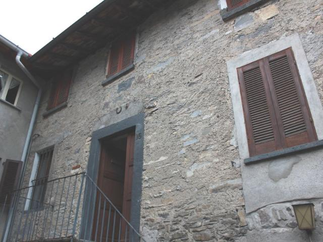 Country House For Sale In Lenno, Lombardia, Ref# 2273173