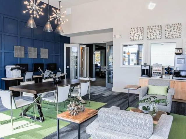 Cyber Lounge With Wi Fi, Private Direct Access Garages, Java Bar
