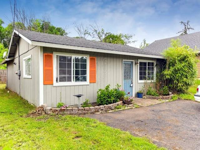 Darling One Level Bungalow In St. Helens