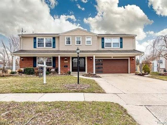 Dearborn Heights Five Br 3.5 Ba, Absolutely Stunning Colonial!