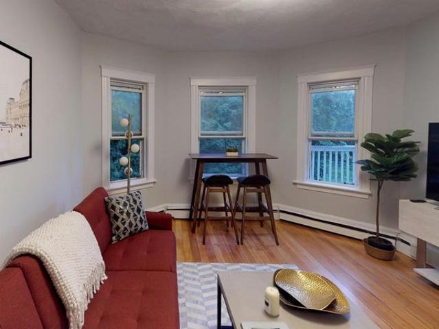 Delightful Dorchester Apartment By The Red Line