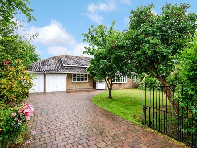 Detached 3 Bedroom Bungalow For Sale In Station Road, Swinderby, Lincoln On Boomin
