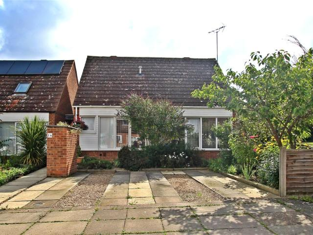 Detached 3 Bedroom House For Sale In Butlers Grove, Great Linford, Milton Keynes, Mk14 On ...