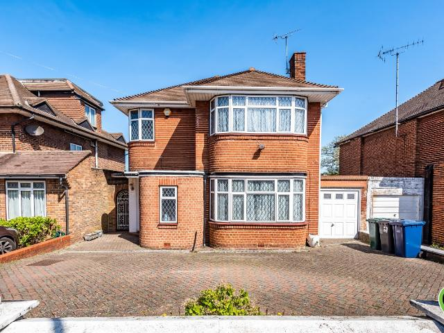 Detached 3 Bedroom House For Sale In Francklyn Gardens, Edgware On Boomin