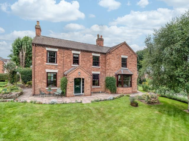 Detached 3 Bedroom House For Sale In Stratford Road, Finstall, Bromsgrove, B60 1le On Boomin