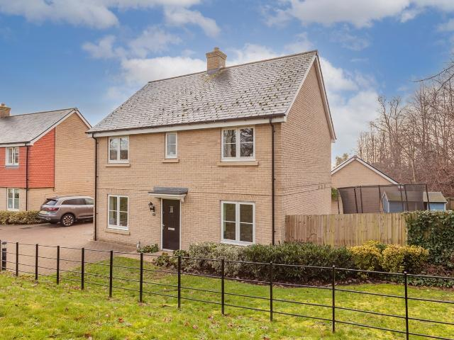 Detached 4 Bedroom House For Sale In James Huxley Avenue, Maidstone, Me16 On Boomin