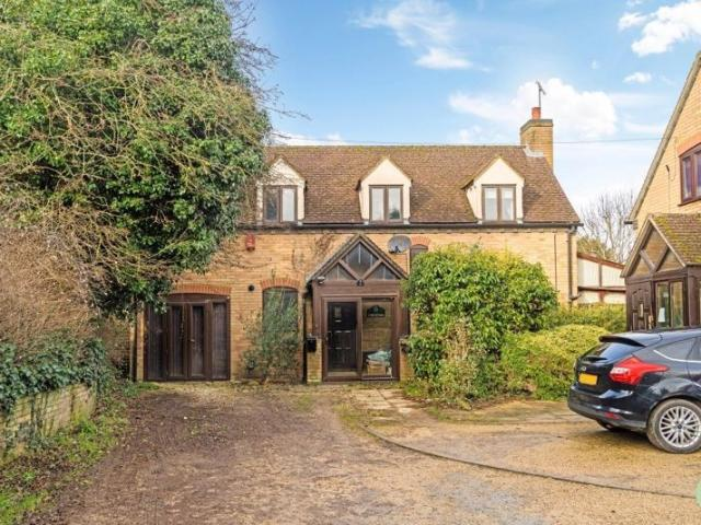 Detached 4 Bedroom House For Sale In Wren Close, Wheatley On Boomin