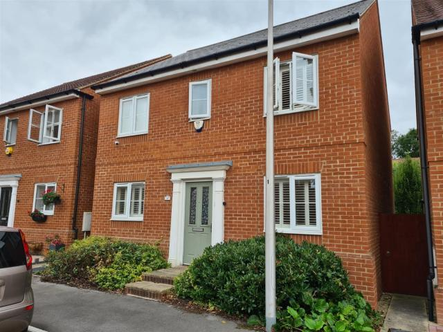 Detached 4 Bedroom House To Rent In Sika Gardens, Three Mile Cross, Reading, Rg7 1wf On Bo...