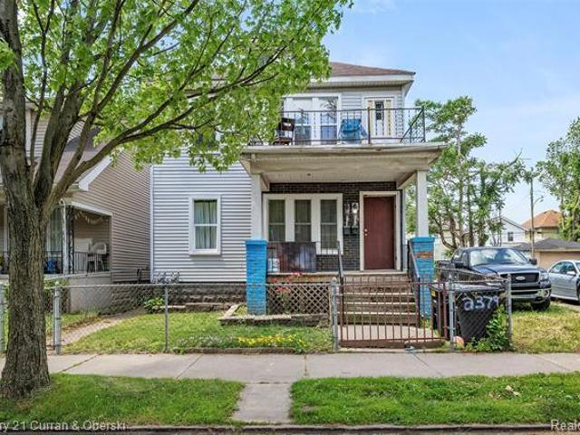 Detroit 6br 2ba, Welcome To This This Two Family Duplex