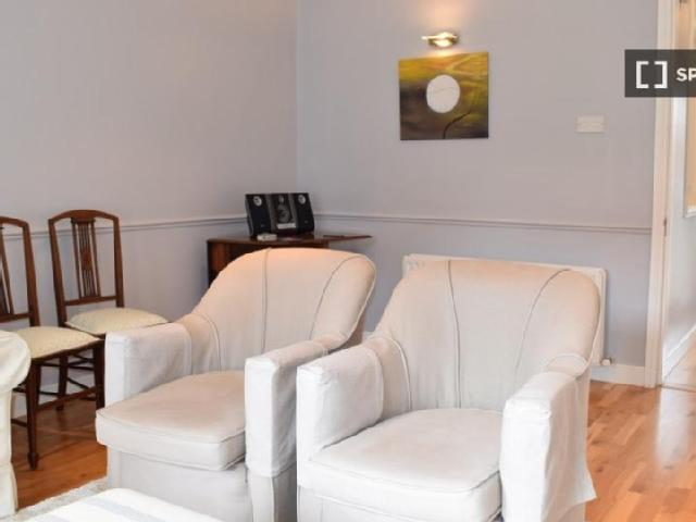 Elegant 2 Bedroom House With Garden To Rent, Professionals And Postgraduates Only, In Blac...