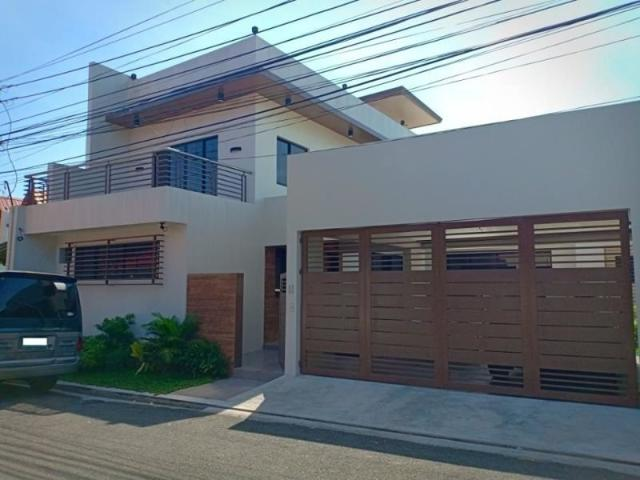 Elegantly Beautiful Single Attached House And Lot In Pilar Village Las Pinas