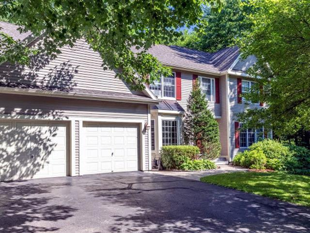 Esnice 3.5 Ba, This Well Maintained Five Br Custom Colonial