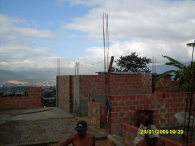 Excelente Oportunidad Vendo Bienhechurías En Estado De Obraroja,casa Con Local