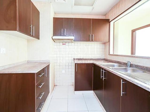 Stunning 1 Br Apartment At Best Location