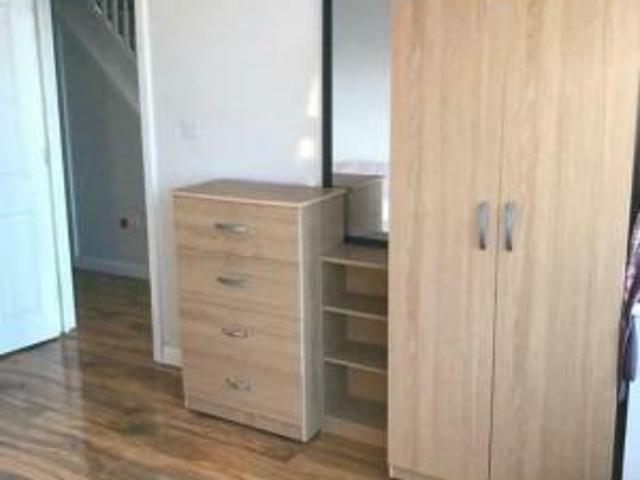 Extra Large Double Bedroom Colindale Nw9