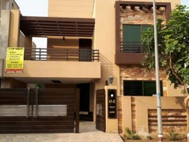 Facing Park 10 Marla 6 Bedrooms Ideally Located House For Sake In Awais Qarni Block