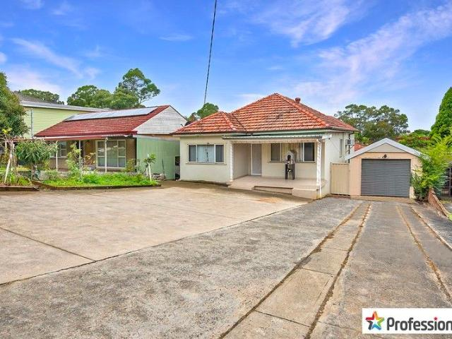 Family Home With 2 Incomes