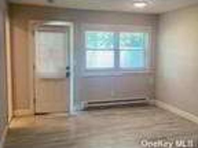 Flat For Rent In Blue Point, New York