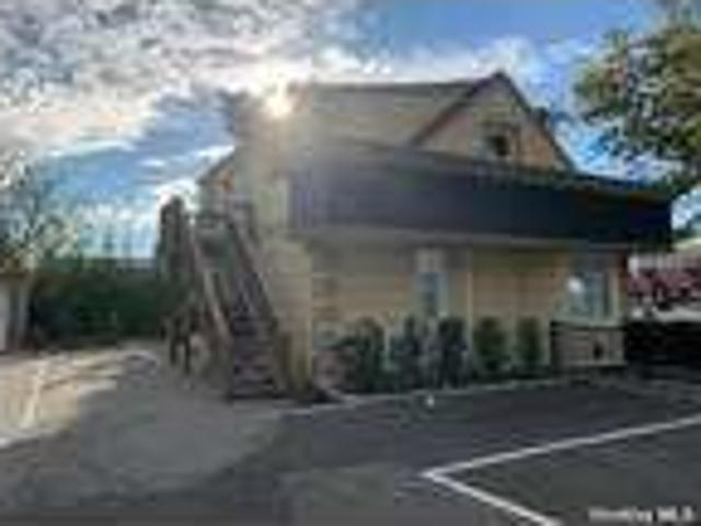 Flat For Rent In Hicksville, New York