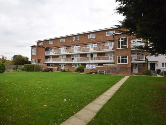 Flat In Finches Close, Corringham, Stanford Le Hope Ss17