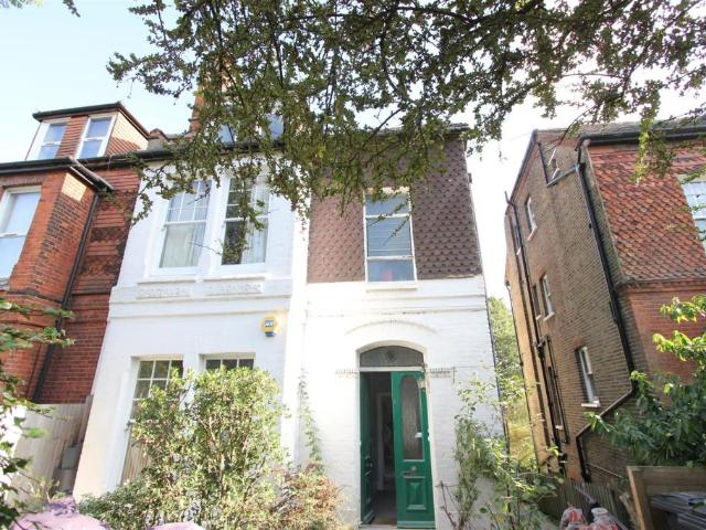 Flat In Maberley Road, Crystal Palace, Se19