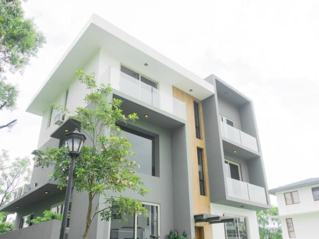 For Sale Semi Furnished 5br House And Lot In Mckinley Hill Village