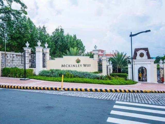 For Sale Vacant Lot In Mckinley West, Bgc, Taguig City