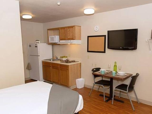 Fully Furnished Apartment Suites, Free Premium Cable Tv, Free Parking