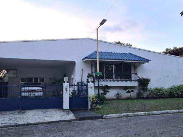 Furnished 560sq.m Bungalow With Swimming Pool In Merville Park Paranaque