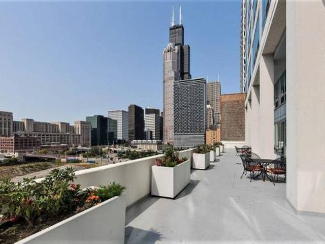 Furnished Room W Bathroom In High Rise Printers Row, Chicago