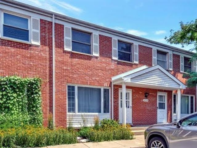 Glenview 1.5 Ba, Beautifully Updated Two Br Townhome With