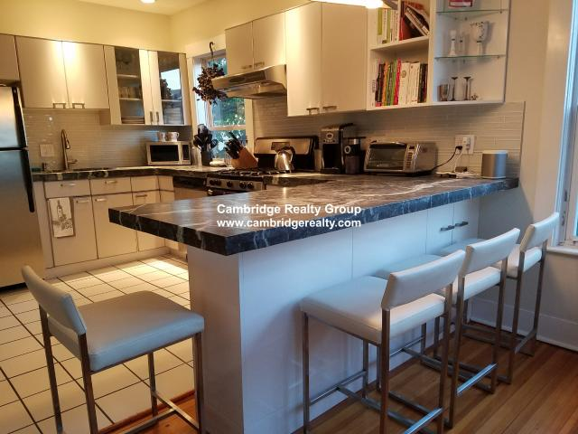 Gorgeous 2 Bed Condo In Harvard!