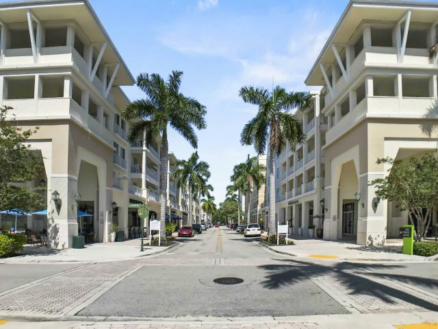 Gorgeous 2 Bedroom/2 Bath End Unit Condo In The Village At Abacoa