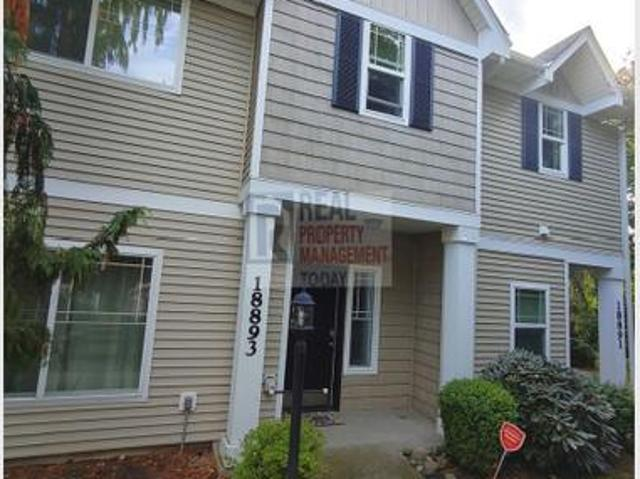Gorgeous 2 Bedroom Townhome!