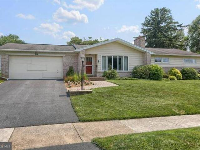 Great Curbside Quotappealquot, In Excellent Move In Condition, Located In De C Hill