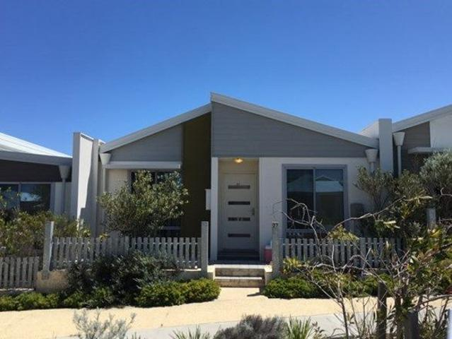 Great Location Ocean Views And Walk To The Beach!