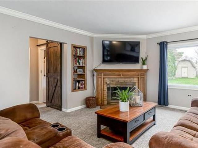 Great Opportunity To Own A Home In The Heart Of Urbandale Urbandale