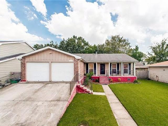 Gretna, Beautiful And Meticulously Maintained Three Br Two Ba