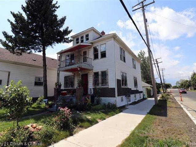 Hamtramck Two Ba, Large Over 1,600 Sqft Four Br Home Located