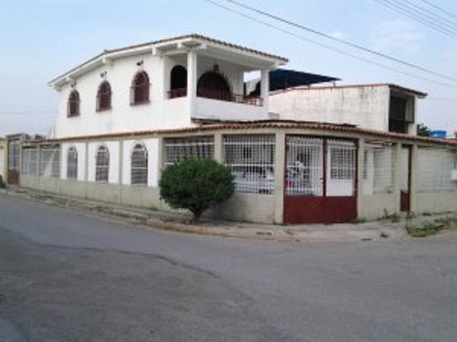 Hermosa Casa En La Urb. De Palo Negro