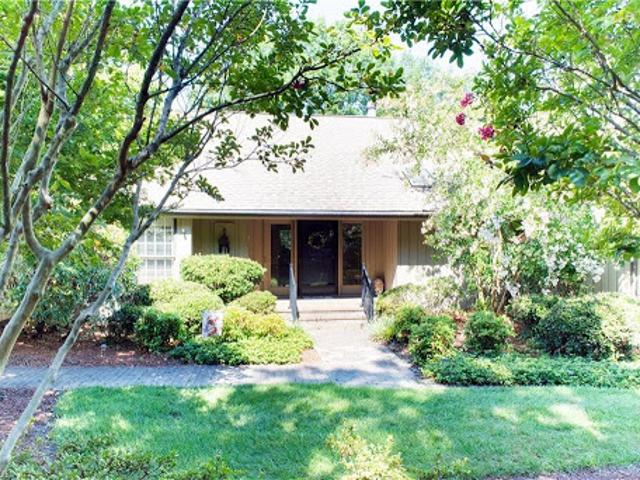 High Point Three Br 3.5 Ba, Meticulously Maintained
