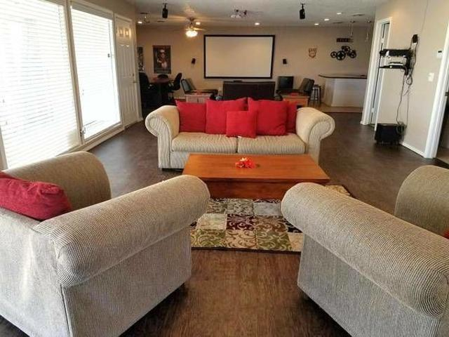 Highland Oaks 2 Bedroom Apartment For Rent At 5107 N Hammond Ave, Warr Acres, Ok 73122