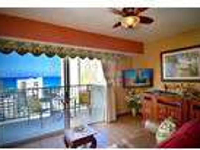 Honolulu 1 Bed 1 Bath Condo With Central Ac, Nice View, Parking
