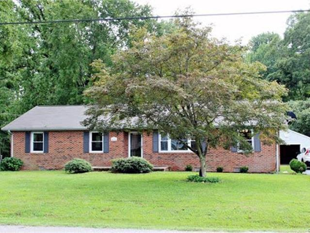 Hopewell, Move In Ready! Brick Rancher! This Three Br