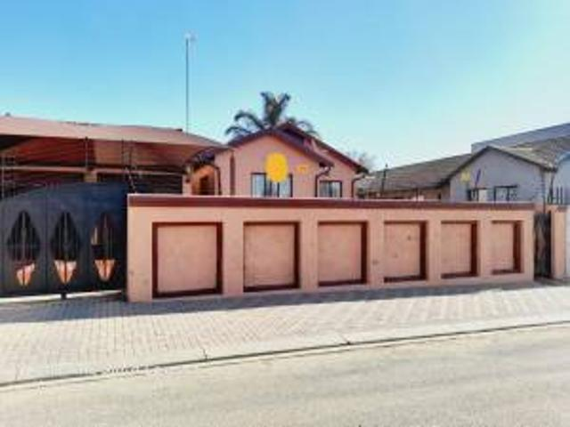 House: 3.0 Bedroom House For Sale In Ebony Park.