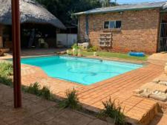 House: 4.0 Bedroom House For Sale In Sinoville.