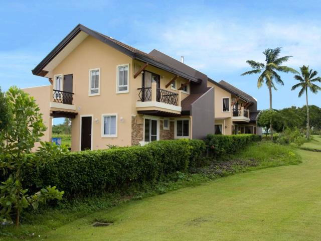 House And Lot With Fabulous Golf Course Views In Metro Tagaytay