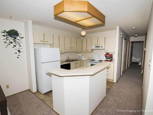 Huntington Court Coachhomes 3 Bedroom Home For Rent At 400 463, 500 563 Huntington Hill Nw...